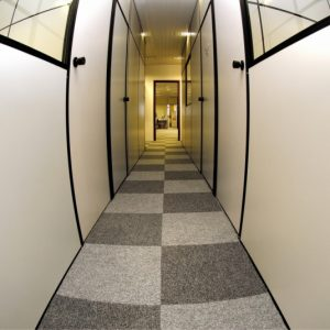 Ambiente com Carpete em Placas Plain Bac