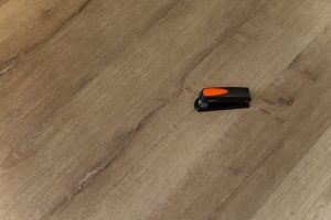 Piso Vinílico 4mm Ospefloor Click Benzoar