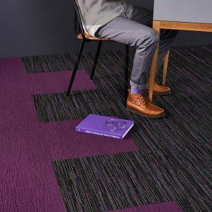 Ambiente com Carpete em Placa Fringe
