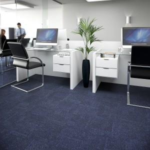Ambiente com Carpete em Placa Trends Blue Sky
