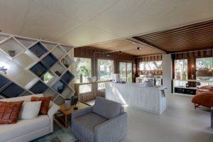 Ambiente com Piso Vinílico Tarkett em Régua Ambienta Square Coleção Acoustic 24564040